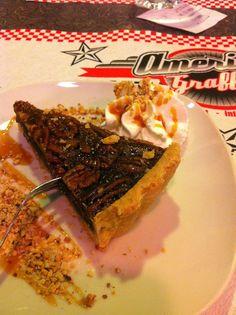 ...LiDì in Wonderland ♥: My instagram weekend! ♥ Torta di noci...gnam gnam! #Cake #Pie #AmericaGraffiti #yummy