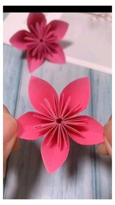 Easy Paper Crafts for Kids and Adults #craft #ideas #with #paper #wall #art #craftideaswithpaperwallart Newspaper Crafts, Paper Crafts Origami, Paper Crafts For Kids, Paper Crafting, Diy Paper, Arts And Crafts For Adults, Rosa Origami, Instruções Origami, Origami Ball