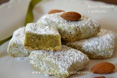 Almond and pistachio cookies - Biscotti mandorla e pistacchio Biscotti Biscuits, Biscotti Cookies, Raw Food Recipes, Sweet Recipes, Cooking Recipes, Nutella, Pistachio Cookies, Sicilian Recipes, Italian Cookies