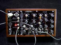 atomosynth-koe-minimodular-front