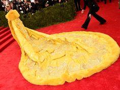 Pin for Later: C'était Impossible de Louper Rihanna Sur le Tapis Rouge du Met Gala