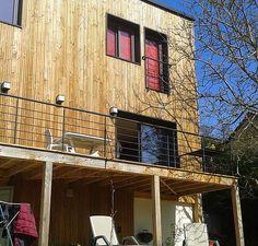 Ces 180 mètres carrés ont été rénovés à la perfection par l'équipe d'AADD+. La façade revêtue de bois et les espaces modernisés.
