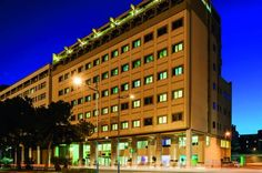 Ibis Styles Palermo Palermo The modern and functional Ibis Styles Palermo features a sea-view, rooftop terrace overlooking the harbour of Palermo, which is just 50 metres away. Rooms offer free Wi-Fi, air conditioning and a satellite TV. The bar is open 24 hours a day.