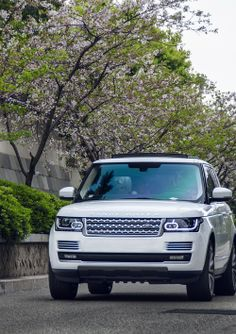 Range Rover 2013 - Gentleman on Steroids Seen@Elitestatuslifestyle.com