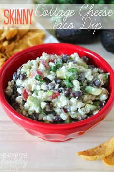 Looking for a healthier dip alternative? Try this Skinny Cottage Cheese Taco Dip! It's full of protein and veggies yet tastes creamy and delicious. Serve it at your next get together and nobody will know Cheese Salsa Recipe, Cheese Tacos, Cheese Dip Recipes, Appetizer Recipes, Taco Salad Dip, Taco Dip, Clean Eating Recipes, Cooking Recipes, Cottage Cheese Recipes