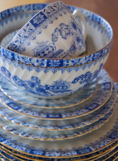 Blue and white dishes, they go any time of year, any meal of the day, any holiday, any decor.  They are always beautiful--pristine or chipped and cracked, love them.