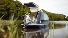 This Amphibious Caravan Known As The Sealander Will Surely Enhance Any Camping Trip! If you are someone who likes glamping more than camping then we have a new development that is sure to peak your interest. Camper Boat, Location Chalet, Small Sink, Down The River, Camping Glamping, Camping Ideas, Camping Hacks, Custom Harleys, Utila