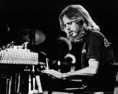Don Felder of The Eagles performs on stage c 1974 in United States. Get premium, high resolution news photos at Getty Images Eagles Music, Eagles Band, Great Bands, Cool Bands, History Of The Eagles, Bernie Leadon, Randy Meisner, Glenn Frey, Jackson Browne