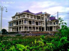 Kantor Bupati Aceh Besar Banda Aceh, Mansions, House Styles, Home Decor, Decoration Home, Manor Houses, Room Decor, Villas, Mansion