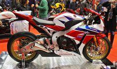 Bộ 3 môtô phân khối lớn Honda CBR1000RR SP HRC, Kawasaki Z1000 và Yamaha YZF-R1 xuất hiện trong buổi khai trương của shop Nam Phong Motor (Tp.HCM) vào ngày 09/01 vừa qua, đều là những