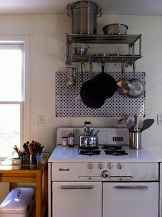 Vintage stove and backsplash.