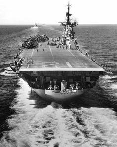 Porte-avions HMS Glory Corée 1953 1//700
