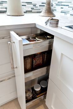 armoires de cuisine on pinterest armoire de cuisine. Black Bedroom Furniture Sets. Home Design Ideas