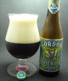 Cerveja Gordon Finest Scotch, estilo Strong Scotch Ale, produzida por John Martin, Bélgica. 8% ABV de álcool.