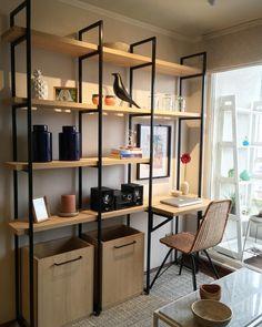 Estantería #metal electropintado y #melamina olmo alpino con escritorio plegable, fabricada e instal - distingodiseno