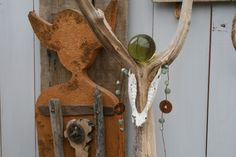 atelier Iets van Els met wand en lichtobjecten, sieraden en verrassende decoraties