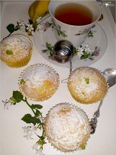 Weekend. U nas nie mogło zabraknąć czegoś słodkiego do herbaty. Wraz z córeczką (moja kochana pomocnica ;) ) przygotowałam pyszne waniliowe babeczki z bananami. Zobaczcie jak pięknie urosły. Z Bread Rolls, Cupcake Recipes, Food Photo, Macarons, Camembert Cheese, Tea Party, Panna Cotta, Cupcakes, Cookies