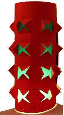 Une idée de bricolage pour réaliser une jolie lanterne en kirigami. Cette lanterne de Noël rouge et verte est réalisée avec du papier épais ...