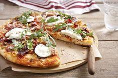 Μια πίτσα με εκλεκτά υλικά για τους λάτρεις των πικάντικων γεύσεων. Calzone, Bon Appetit, Vegetable Pizza, Food Porn, Yummy Food, Vegetables, Cooking, Recipes, Drinks