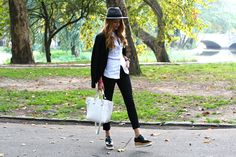 Zara – Blazer / Sisley – Shirt / Zara – Pants / Jessica Buurman – Shoes / H&M – Hat / Zara – Bag / Daniel Wellington watch – Classec Sheffield.