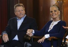 Actors Ali MacGraw and Ryan O'Neal returned to Harvard University 45 years after the 1970 film, Love Story, made them household names. They are once again co-stars in the Love Letters play. Love Letters Play, Ryan O'neal, Ali Macgraw, Film World, Movie Couples, Farm Hero Saga, 45 Years, Celebs, Celebrities