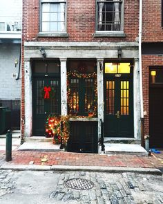 Holiday decorations dazzle on a side street in Old City, Philadelphia (Photo by @andyodore on Instagram)