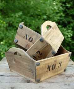 Wouldn't these nested wood boxes be adorable as centerpiece containers for a rustic event?