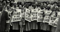 Manifestação. Mulheres protestam do lado de fora do tribunal, durante o chamado Treason Trial que tinha, entre outros 155 réus, Nelson Mande...