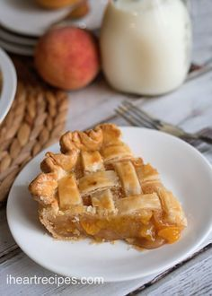 """Old fashioned peach pie made with canned peaches and topped with crust! This post was brought to you on """"bee-half"""" of Feed a Bee an initiative of the Bayer Bee Care Program. I was compensated in exchange for creating this recipe. I'm back wit Peach Pie Recipes, I Heart Recipes, Best Dessert Recipes, Sweet Desserts, Delicious Desserts, Best Peach Pie Recipe, Yummy Recipes, Nutella, Cake"""