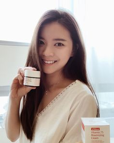 Would like to share with you guys a cream from @nattacosme that I have been using more than 1 month 💕 It really helps to improve my skin and kept it hydrated. 🥰 .  A Day & Night Cream that increases the skin's absorption powers and the harmonious effects of Vitamin C & E The cream contains 75% Vitamin Water extracted from Sea Buckthorn Trees (Vitamin Tree), which increases the absorption of Vitamin C, and natural oils that contain Vitamin E, which purifies and revitalizes the skin.
