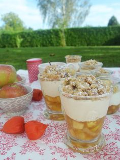 Desserts Recipes Let& Crumble! ♥ This time, our favorite, the Apple Crumble will serve cold . Entree Halloween, Halloween Appetizers For Adults, Dessert Halloween, Looks Halloween, Halloween Cupcakes, Easy Halloween, Halloween Snacks, Halloween Decorations, Apple Desserts