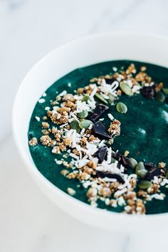 Green Smoothie Bowl w/ Coconut & Dark Chocolate | Parsley Vegan