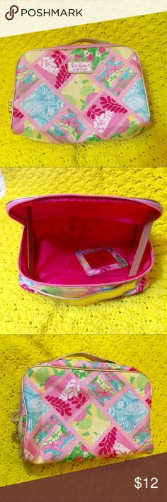 Lilly Pulitzer Estée Lauder NWOT Cosmetic Bag NWOT, adorable cosmetic bag big enough to use for other purposes.  It has the handheld mirror that it came with.  Perfect for summer pool parties and road trips. Lilly Pulitzer Bags
