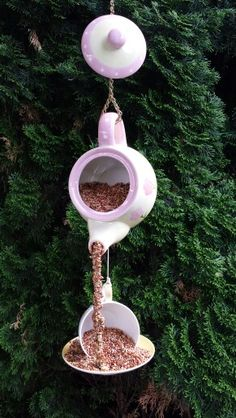 58 ideas bird feeders diy teapot birdhouse for 2019 Small Bird Feeder, Diy Bird Feeder, Teacup Bird Feeders, Bird House Feeder, Garden Crafts, Garden Projects, Diy Crafts, Teapot Birdhouse, Birdhouse Ideas
