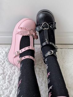 Aesthetic Grunge Outfit, Aesthetic Shoes, Goth Aesthetic, Aesthetic Clothes, Aesthetic Pics, Kawaii Shoes, Kawaii Goth, Kawaii Clothes, Estilo Goth Pastel