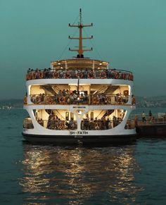 いいね!5,976件、コメント69件 ― @istanbulさん(@istanbul)のInstagramアカウント: 「Modumuz: Cuma akşamı mutluluğu  Fonda çalan müzik: Ezginin Günlüğü - İstanbul  --- Mood: Friday…」