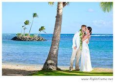 Destination wedding on the beautiful Kahala Beach (Waialae Beach Park), Oahu | Photo by http://rightframe.net
