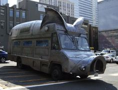 Maximus Minimus designed by Collin Reedy for Kurt Dammeier in Seattle serves up pulled pork sandwiches. #Pig_Truck #Collin_Reedy #Kurt_Dammeier