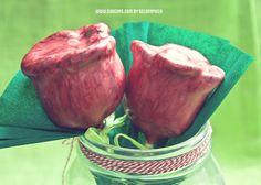 "¡Feliz Día del libro"" Cakepops de Sant jordi en forma de rosa  de red velvet http://chocoas.blogspot.com.es/2013/04/rosas-de-red-velvet.html"