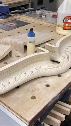 Small Wood Projects, Diy House Projects, Wood Slice Crafts, Wood Crafts, Woodworking Projects Diy, Woodworking Shop, Wood Furniture Legs, Epoxy Resin Wood, Wood Joints