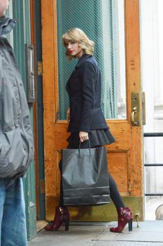 Taylor heading back to her apartment after shopping in NYC today // 1.16.15
