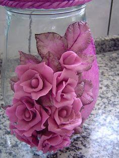 vidros de biscuit com rosas - Pesquisa Google Ceramic Flowers, Clay Flowers, Faux Flowers, Flower Vases, Flower Arrangements, Polymer Clay Creations, Polymer Clay Crafts, Mason Jar Crafts, Bottle Crafts