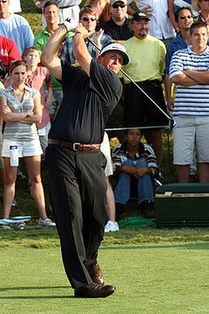 Phil Mickelson teeing off on the last hole  of his 2007 Players Championship win.
