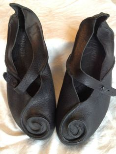 """lagenlook - not antique but easily replicated - love the swirly toes :)"""