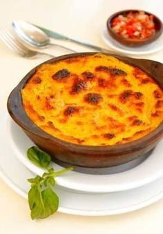 pastel de choclo- This is one of my favorite foods.Chilean cuisine is soooo yummy! Latin American Food, Latin Food, Chilean Recipes, Chilean Food, My Favorite Food, Favorite Recipes, International Recipes, I Love Food, Soul Food
