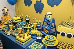 A Caraminholando fez uma linda festinha com o tema Minions para comemorar o aniversário de um pequeno! A decoração ficou linda e divertida Minions Birthday Theme, Minion Theme, Boy Birthday Parties, Birthday Cakes, Candy Bar Minions, Minion Party Decorations, Pink Minion, Minion Banana, Party Cakes
