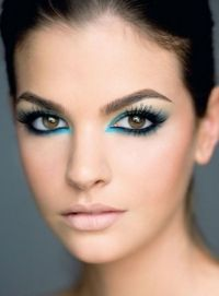 20 make up looks for brown eyes - I have brown eyes myself and I find it to be the easiest eye-color to have as it seems that everything suits it. I can go for basic, everyday make up looks with. Blue Makeup Looks, Makeup For Brown Eyes, Green Makeup, Teal Makeup, Retro Makeup, Rock Makeup, Hair Makeup, Blaues Make-up, Make Up Designs