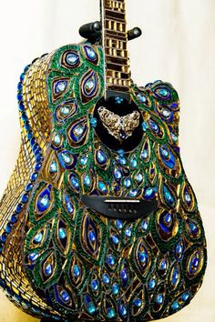 Mosaic Stained glass Peacock Guitar by on Etsy Wouldn't the mosaic interfere with the sound quality? Peacock Decor, Peacock Colors, Peacock Design, Peacock Feathers, Peacock Theme, Peacock Artwork, Peacock Purse, Peacock Canvas, Peacock Room