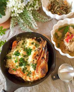 糖質制限39日目朝食  2016.1.3  ボタン海老のマヨチーズ焼き 蟹白菜ネギのスープ 小魚アーモンド ココナッツオイル入り紅茶  久々に睡眠時間8時間スッキリ(   )でも明日から仕事だ今日日有意義に過ごそう  正月に妹家から頂いたボタン海老生でも食べれるけどハーブソルトとマヨネーズかけてチーズをたっぷりエビのみそも溶け出して絶品 あとはラカントで作った小魚アーモンドと昨日の鍋の残りに焼きタラバの身を投入したスープ 家族はお餅を入れてお雑煮にしました  #糖質制限#糖質オフ#糖質制限ダイエット#ローカーボ#食べて痩せる#レコーディングダイエット#lowcarb#MEC#diet#keto#lowcarbhighfat#healthyeating#japanesefood#delistagrammer by miyacoro385