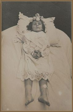 The Eldest of the three sisters - post mortem photograph Victorian Photos, Antique Photos, Vintage Photographs, Victorian Era, Old Photos, Vintage Photos, Memento Mori Photography, Old Photography, Death Pics